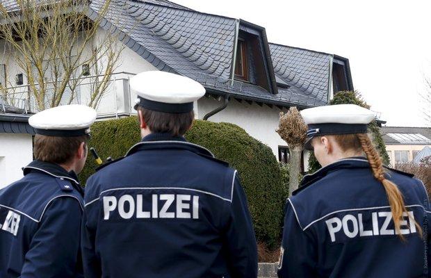 Полиция взяла под охрану дом второго пилота разбившегося во Франции A320