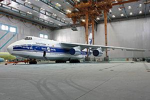 Ан-124-100 авиакомпании 'Волга-Днепр' прошел покраску по новой технологии