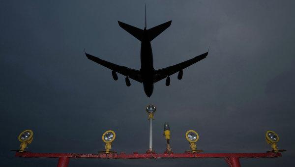 """""""Боинг"""" экстренно сел в аэропорту Токио из-за технических неполадок"""