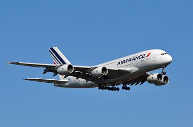 В Париже из-за поломки совершил аварийную посадку самолет Air France