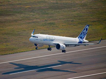 В двигатель прототипа Airbus A320NEO попала птица
