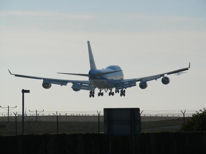 На борту самолета Москва-Тюмень от рака скончалась пассажирка
