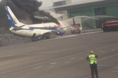 В Казахстане прямо у трапа сгорел самолет