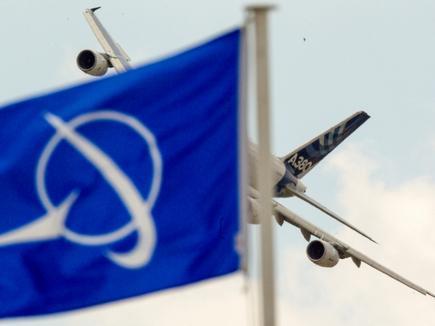 Boeing опередил Airbus по поставкам в первой половине 2015 года