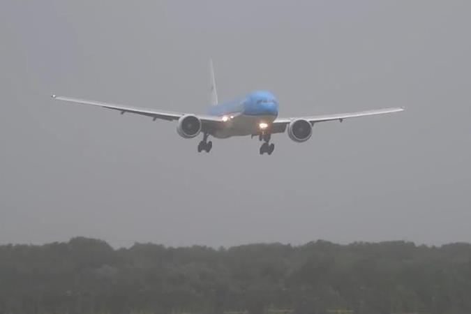 «Боинг 777» едва не разбился при посадке в Амстердаме из-за урагана