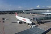 Самолет SWISS в Цюрихе // Travel.ru