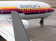 Самолет Boeing 737 American Airlines в ретро-ливрее AirCal :: American Airlines